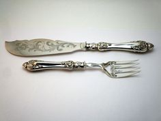 c1855 HANDSOME ANTIQUE 19thC VICTORIAN ORNATE SILVER PLATE ENGRAVED FISH SERVERS