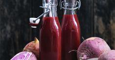 Friske rødbeder er sprængfyldte med jern, kalium og vitamin B og C – lige hvad dit immunforsvar har brug for. Juice dem med appelsin, ingefær og gulerødder. Hot Sauce Bottles, Detox, Juice, Gluten, Food, Alcohol, Eten, Juices, Juicing