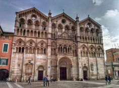 #Ferrara - La #CattedralediSanGiorgio rappresenta un'insieme di stili architettonici in grado di donare austerità e armonia.
