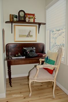 Love this ideal...have to find one for my desk!!!! Upcycled Drop Leaf Table Becomes a Custom Desk for a Cozy Office Nook!