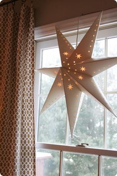 This is a great idea. It's a paper start fro Pottery Barn that the blogger repurposed.  Check it out. #star