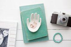 Diy para hacer un joyero con forma de la mano de vuestro hijo, para regalar en el día de la madre. Un recuerdo precioso para toda la vida.