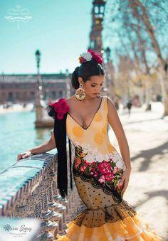 Spanish style – Mediterranean Home Decor Spanish Woman, Spanish Style, Costume Ethnique, Spain Fashion, Iranian Women Fashion, Dance Dresses, Flamenco Dresses, Flamenco Costume, Boho Life