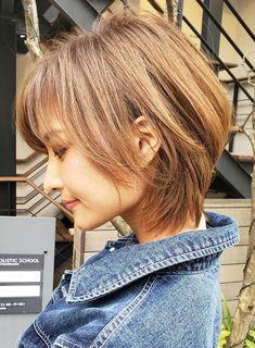 Medium Length Hair With Layers, Mid Length Hair, Short Hair Lengths, Short Hair Cuts, Short Stacked Hair, Medium Hair Styles, Curly Hair Styles, Warm Blonde Hair, Shot Hair Styles