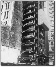 Elevador-garagem de Fords Modelo T em Chicago (1936).