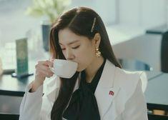 Crash Landing On You Kdrama Fashion - Seo Ji-Hye - Episode Hyun Seo, Seo Ji Hye, Jung Hyun, Kim Jung, Korean Star, Korean Girl, Chad Michael Murray, Fashion Design Sketches, Korean Actresses