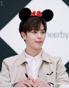 Hes so adorable completely boyfriend material Yook Sungjae Cute, Sungjae And Joy, Btob Changsub, Btob Minhyuk, Im Hyunsik, Kim Sohyun, Baby Park, Kdrama Actors, Gong Yoo