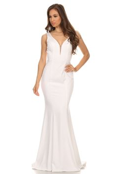 Длинное платье с V-образным вырезом на спине цвет белый https://www.fashionusa.ru/vechernie-platiya/dlinnoe-platie-s-v-virezom-na-spine-6010-1