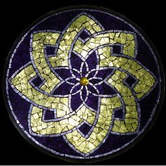 Stained Glass Mosaic Mandala by David Chidgey - Cool Glass Art Designs Mosaic Crafts, Mosaic Projects, Stained Glass Projects, Stained Glass Patterns, Mosaic Patterns, Stained Glass Art, Mosaic Stepping Stones, Stone Mosaic, Mosaic Glass