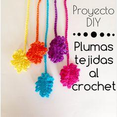 Plumas tejidas al crochet! Usalas para decorar lo que quieras, en una guirnalda, un atrapasueños, lo que quieras! Suscribite para mas videos! Crochet Feather, Crochet Bows, Crochet Mandala, Diy Crochet, Crochet Stitches, Learn To Crochet, Crochet For Kids, Crochet Wall Hangings, Bookmarks