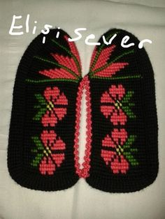 This Pin was discovered by Zuh Yarn Crafts, Diy And Crafts, Knitted Slippers, Clothes Crafts, Knitting Socks, Leg Warmers, Crochet Hats, Booty, Sewing