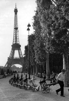 Robert Doisneau: La cavalerie du Champs de Mars Paris, Juin 1969