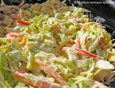 Coleslawsta eli amerikkalaisesta kaalisalaatista on tullut meillä kestosuosikki. Varsinkin kesäaikaan coleslawta usein tehdään lisukkeeks...