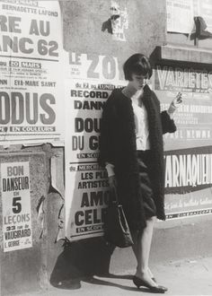 Photographe anonyme. Anna Karina sur le tournage du film de Jean-Luc Godard, « Vivre sa vie » 1962. - Exposition Ecritures - Lumière des roses