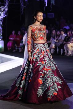 28 Best Manish Malhotra Lehenga Designs That Are Every Bride's Dream! Manish Malhotra Lehenga, Lehenga Choli, Lehenga Style, Bridal Lehenga, Anarkali, Pakistani Bridal, Pakistani Suits, Indian Bridal, Mode Bollywood