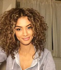 www.short-hairstyles.co wp-content uploads 2017 05 27.Short-Curly-Hair-Style.jpg