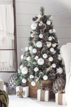 96+ Fabulous Christmas Tree Decoration Ideas 2020 | Pouted.com White Christmas Tree Decorations, Metal Christmas Tree, Beautiful Christmas Trees, Gold Christmas, Christmas Home, Christmas Bedroom, Magical Christmas, Christmas Design, Christmas Manger