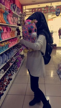 looking veryyy gorgeous😍😍😍 Modest Fashion Hijab, Hijab Chic, Hijabi Girl, Girl Hijab, Stylish Girls Photos, Stylish Girl Pic, Beautiful Hijab, Beautiful Girl Image, Muslim Girls