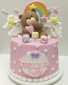 """Gefällt 472 Mal, 20 Kommentare - Doces Finos e Personalizados (@ladocicadoces) auf Instagram: """"Bolo lindo para o 1º mês da Bella ☁️! #Bolos #BolosDecorados #BoloMesversario…"""""""
