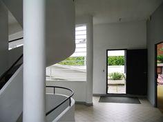 Interior view. Villa Savoye, Le Corbusier's machine of inhabit. Photography © José Juan Barba.