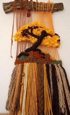 wonderful woven textured hanging with a tree and natural hanger Weaving Projects, Crochet Projects, Loom Weaving, Hand Weaving, Yarn Crafts, Diy And Crafts, Tapestry Loom, Peg Loom, Weaving Textiles