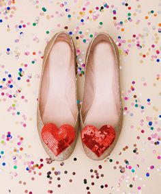 20 DIY Alice in Wonderland Tea Party Wedding Ideas | Confetti Daydreams - The DIY glittering interchangeable shoe clips can be created to dress up plain wedding pumps or heels. Learn how to create them here ♥ #Wedding #AliceinWonderland #Theme #DIY ♥  ♥  ♥ LIKE US ON FB: www.facebook.com/confettidaydreams  ♥  ♥  ♥ Shoe Bag, Shoe Boots, Cute Shoes, Me Too Shoes, Shoe Clips, Glitter Shoes, Sparkly Shoes, Sequin Shoes, Red Shoes