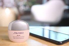 Ibuki Smart Filtering Smoother é uma novidade Shiseido que promete reduzir visivelmente os poros, conferir à pele uma textura imediatamente mais suave e tem uma ação mate de longa duração. Venha conhecer esta novidade com a Balvera! 💋😊 #balveraperfumarias #shiseido #ibukismartfilteringsmoother #cuidardapele #saude #beleza