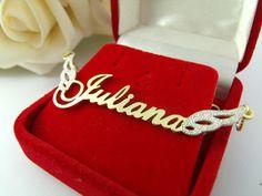 Colar com nome dourado com asas em prata. Whats 21-972668643 #colarcomnome #dourado #joia #prata #pratacombanhodeouro