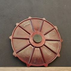 Plafón circular rojo Industrial, Vintage, Fire Places, Filing Cabinets, Red, Wood, Accessories, Vintage Comics, Primitive