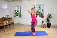 GlödpositionBra för: Bygger styrka i ben, mage och armar, ska öka cirkulation och kraft i kroppen.Gör så här: Stå med fötterna ihop, eller höftbrett isär