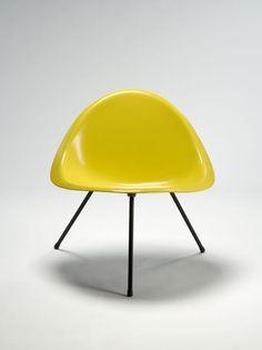 Tripod chair designed by Poul Kjaerholm image 2