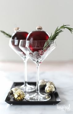 Entertain in creative style with this Very Merry Ornamentini recipe. It's a martini made in a clear glass ornament for unique and festive entertaining. Lemon Drop Martini, Christmas Cocktails, Holiday Cocktails, Christmas Martini, Popular Cocktails, Classic Cocktails, Fun Cocktails, Noel Christmas, Christmas Treats