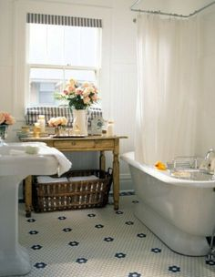 Such a lovely vintage bathroom found on The Design Inspirationalist (Original photo from Better Homes and Gardens) - My-House-My-Home Cottage Style Bathrooms, Small Cottage Interiors, Bungalow Bathroom, Blue Interiors, Modern Cottage, Cozy Cottage, Bad Styling, Bathroom Styling, Bathroom Ideas