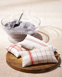 Repurposed Linen Sachet Craft - Martha Stewart Crafts They also suggest fresh eucalyptus leaves and lime peel. Fabric Crafts, Sewing Crafts, Sewing Projects, Diy Crafts, Scented Sachets, Lavender Sachets, Lavender Wands, Lavender Crafts, Old Towels