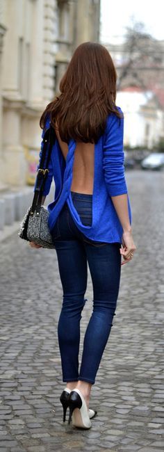 Street style | Backless twisted blue royal sweater with color block pumps