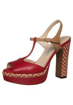 d0dbcf8dc519 Die 108 besten Bilder von Rote highheels   Fashion shoes, Shoe boots ...