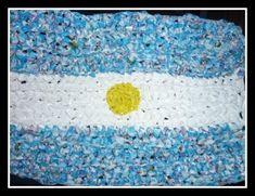 Banderas Argentinas: Ideas de cómo hacerlas con material descartable Sprinkles, Flag, Kids Rugs, Home Decor, Sustainability, Art Ideas, Google, Frases, Mariana