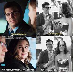 Bones loves Booth's glasses