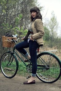Maria Confer (lululetty) with bicycle