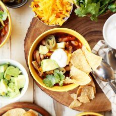Weeknight Chicken Chili by Joy the Baker Mexican Food Recipes, Soup Recipes, Dinner Recipes, Healthy Recipes, Ethnic Recipes, Dinner Ideas, Savoury Recipes, Healthy Meals, Free Recipes