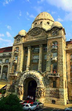 La fachada principal del Hotel Gellért en Budapest Hungría.