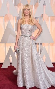 Anna Faris in a silver & white strapless belted Zuhair Murad gown.
