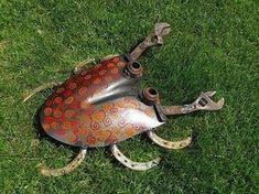 Big Shovel Crab welded garden art by Sistersteel on Etsy, junk art Welding Art Projects, Metal Projects, Metal Crafts, Metal Yard Art, Scrap Metal Art, Welded Metal Art, Garden Crafts, Garden Art, Herb Garden