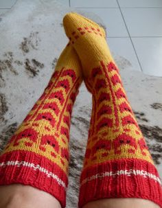 kettusukat Wool Socks, Knitting Socks, Vanity Fair, Knit Crochet, Crafts, Diy, Gloves, Tights, Accessories