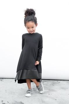 Littles Collection Black Tee Dress // kids fashion Little Girl Fashion, Little Girl Dresses, Toddler Fashion, Little Girls, Kids Fashion, Fashion Black, Outfits Niños, Look Girl, Girl Style