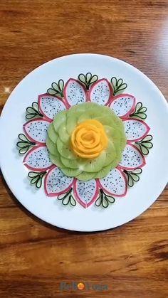 Garnishing, Food Garnishes, Fruit Platter Designs, Amazing Food Art, Fruit Creations, Creative Food Art, Fruit And Vegetable Carving, Food Artists, Food Carving