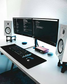 Home Office Furniture: Choosing The Right Computer Desk Setup Desk, Computer Desk Setup, Gaming Room Setup, Home Office Setup, Pc Setup, Home Office Design, Gaming Rooms, Office Workspace, Gaming Computer