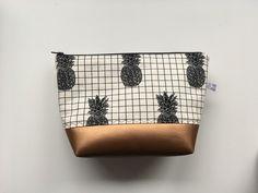 """Schminktäschchen - Kulturtasche - Kosmetiktasche """"Black Pineapple"""" - ein Designerstück von Feito-a-mao bei DaWanda"""