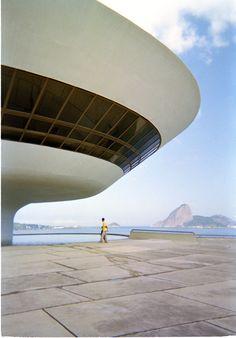 Ocsar Niemeyer