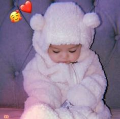 Cute Kids Pics, Cute Baby Girl Pictures, Cute Asian Babies, Cute Funny Babies, Dad Baby, Baby Boy Newborn, Baby Hijab, Cute Little Baby Girl, Cute Babies Photography